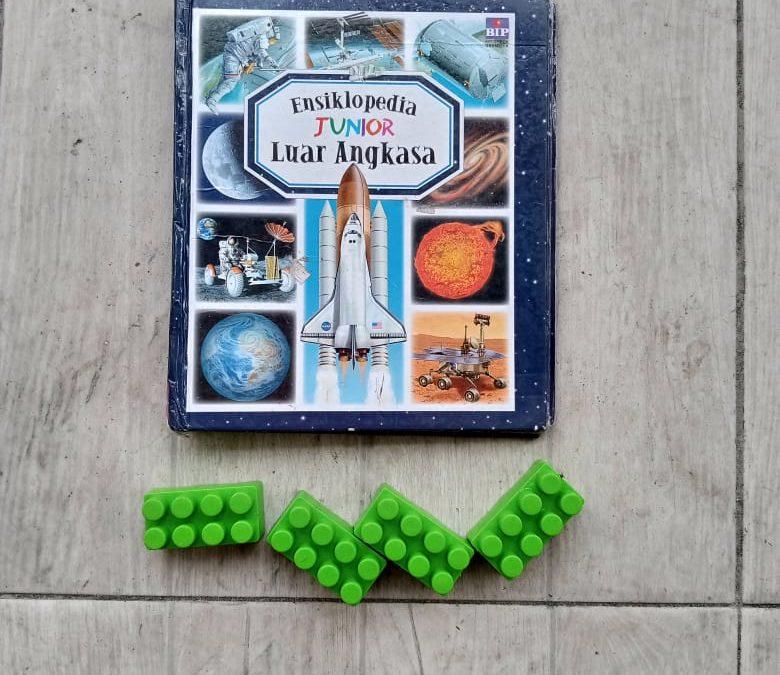 Ensiklopedia Junior: Luar Angkasa oleh Emilie Beaumont, Marie-Renee Guilloret